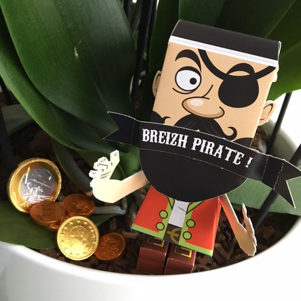 Paper toy pirate Agent Paper